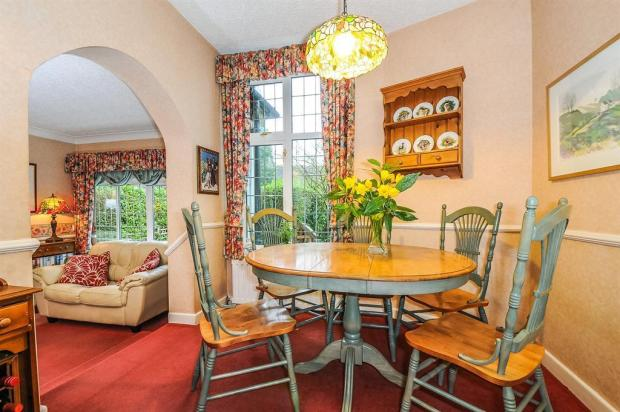 DINING ARE THROUGH TO FAMILY ROOM