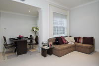 Flat in Monmouth Road, London, W2