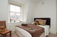 2 bedroom Flat in Egerton Gardens, London...