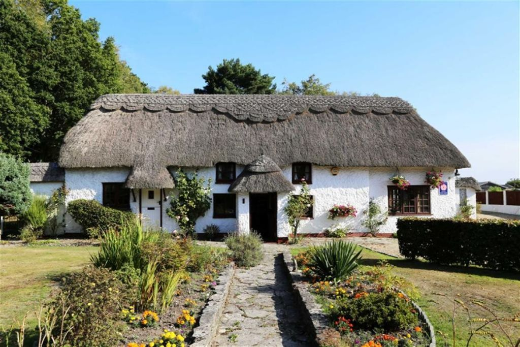 9 bedroom cottage for sale in thatch cottage guest house