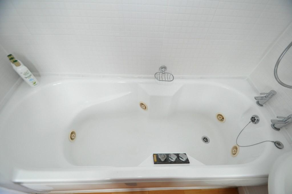 Jacuzzi Bath en-suit