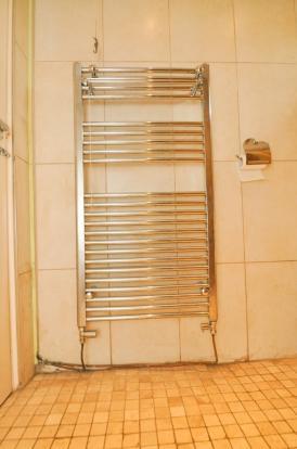 Towel Rail in Wet Rm