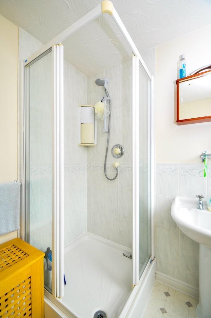 900 x 900 shower