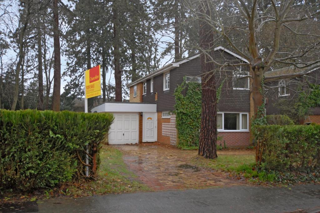 3 Bedroom Detached House For Sale In Buttermere Drive Camberley Surrey Gu15