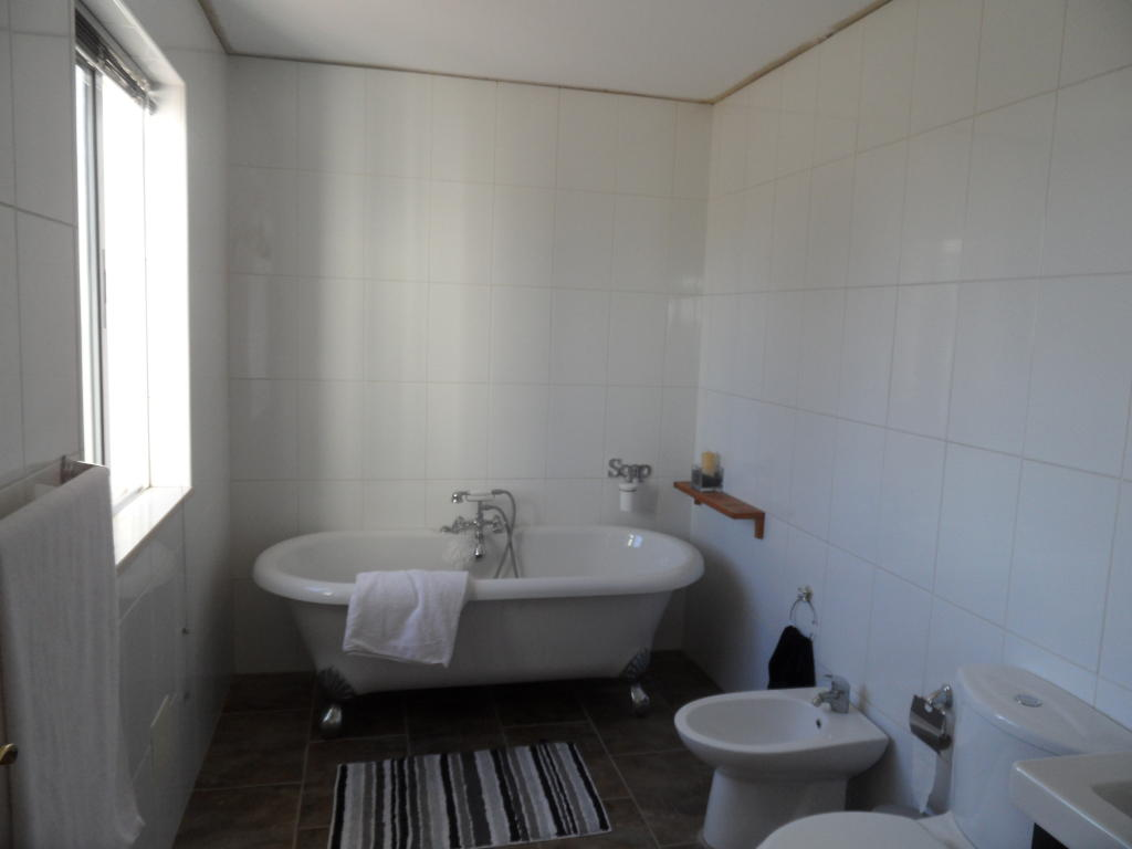 Ensuite bathroom design ideas photos inspiration for Bathroom ideas rightmove