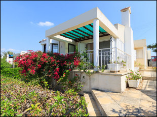 Bungalow for sale in Paphos, Polis