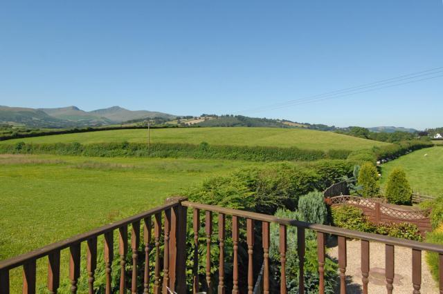 Balcony with Superb Views of the Beacons