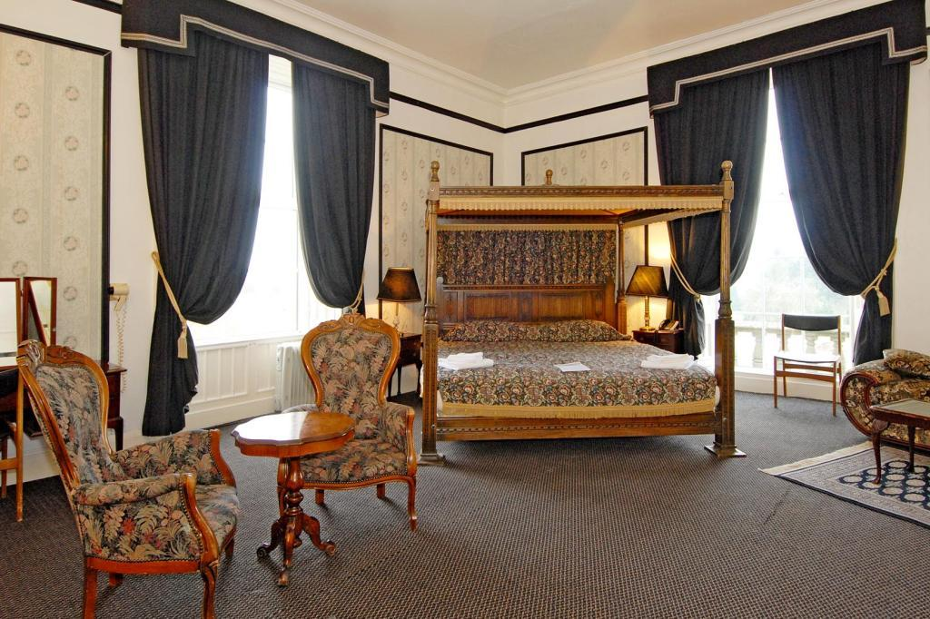 Principal bedroom suite