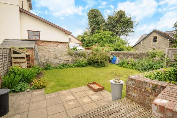3 bedroom flat with lovely garden