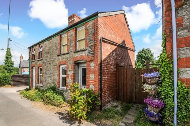 Pretty semi detached cottage