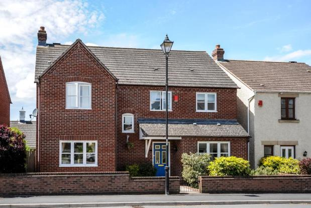4 bedroom family house with lovely gardens