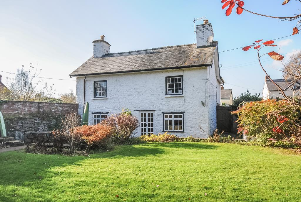 Pretty  detached cottage with enclosed gardens