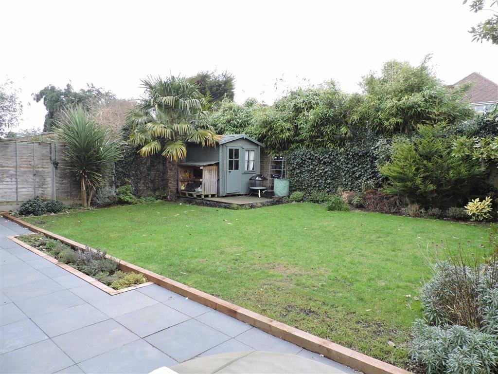 3 Bedroom Detached House For Sale In Grasmere Byfleet Surrey Kt14