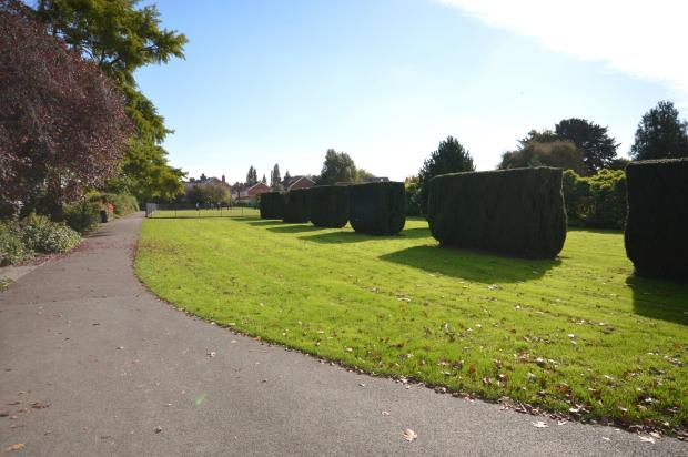 Pinces Gardens