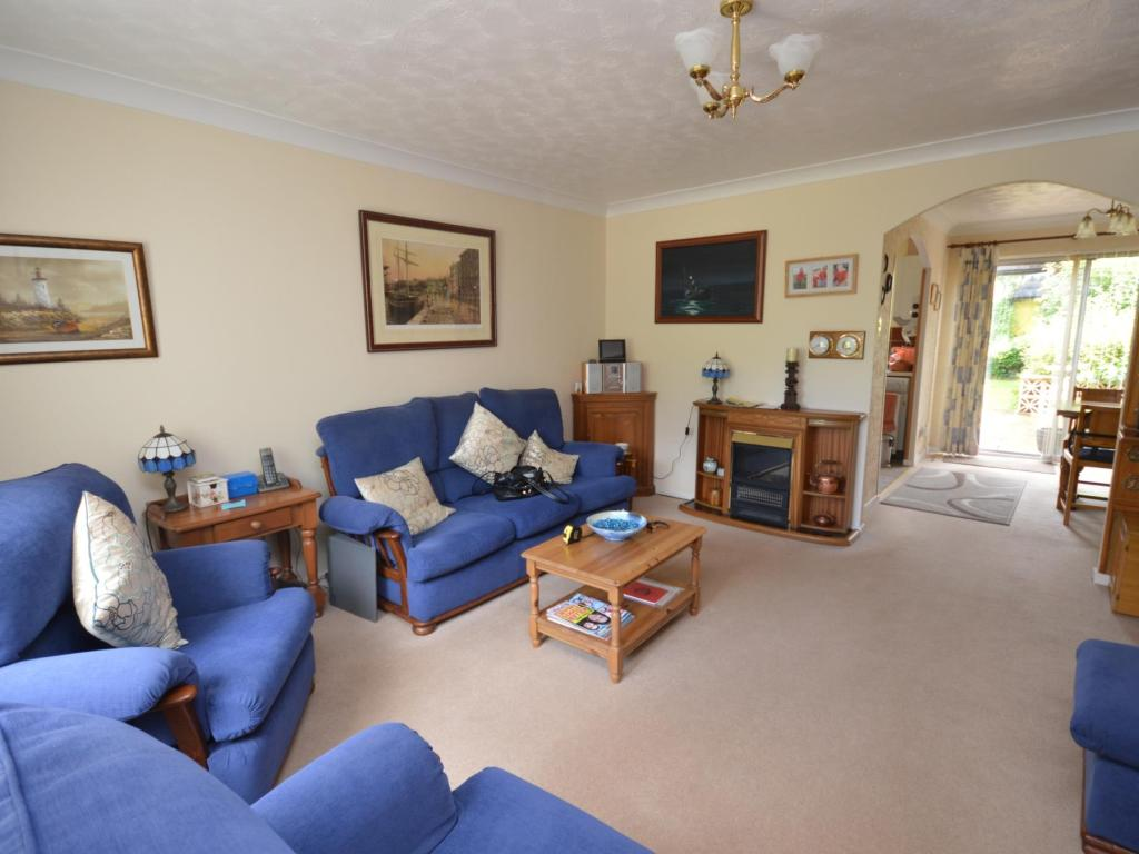 3 bedroom house to rent in ashleigh alphington exeter ex2 for Living room of satoshi tax