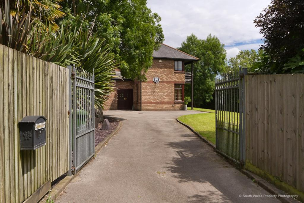 Gated Driveway - Off
