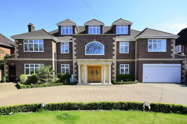 6 bedroom house for sale in broad walk winchmore hill for Six bedroom house for sale