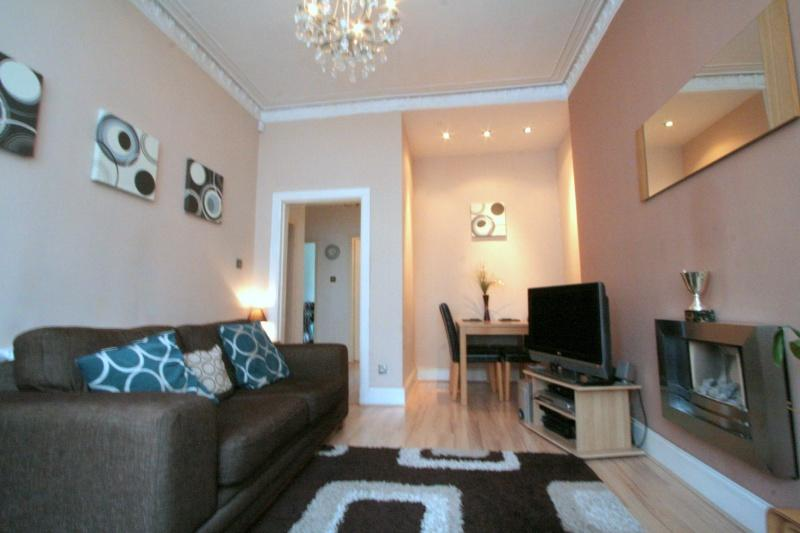 949_Tollcross Road. Lounge A.JPG