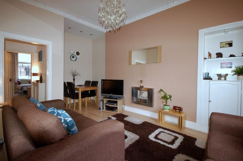 949_Tollcross Road. Lounge B.JPG