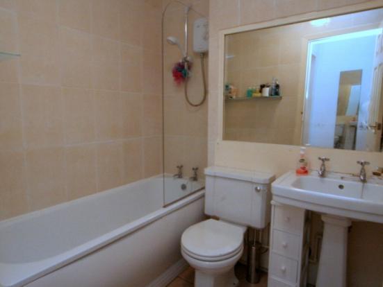 949_Tollcross Road. Bathroom.JPG