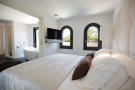2_master_bedroom.jpg