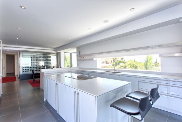 19 open plan kitchen