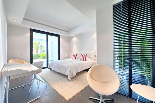 30 guest bedroom.jpg