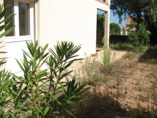 2 bed Ground Flat in Languedoc-Roussillon...