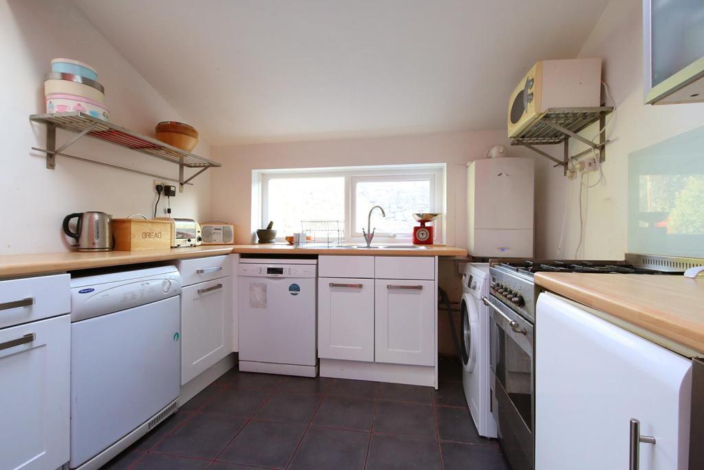 74 Llanfair Rd 1550.