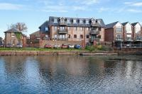 2 bedroom Apartment in Canal Wharf...
