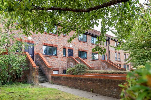 Stirling Court Ex...