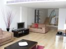 Flat to rent in 26 Hertsmere Road...