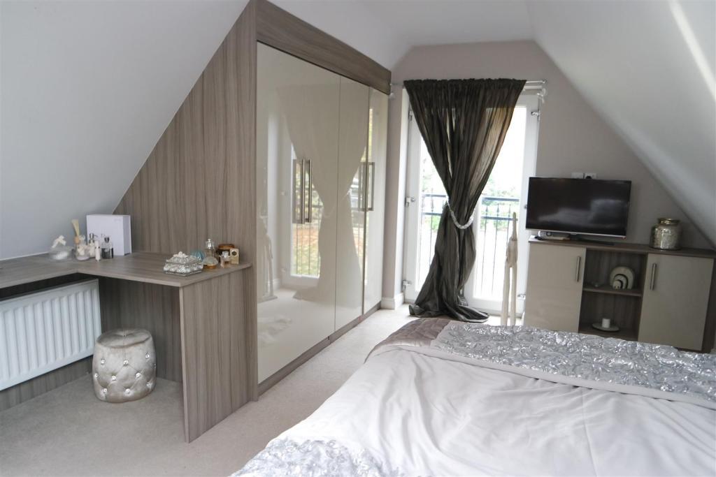 Master Bedroom/Walk-