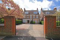 6 bedroom Detached house in Woodfield Road, London...