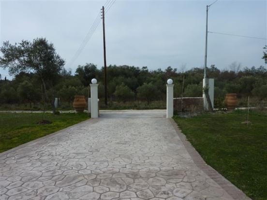 Drive and gate