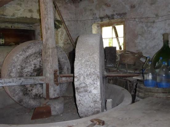The stone grinding wheels