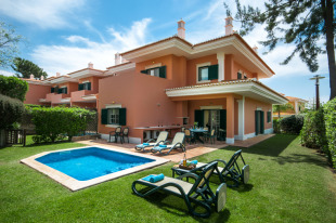 End of Terrace home for sale in Algarve, Monte Da Quinta