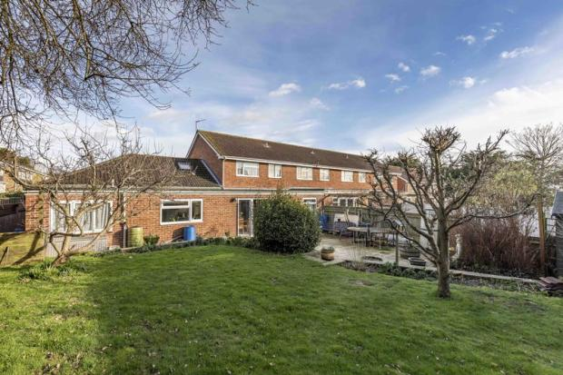 5 bedroom terraced house for sale in wraysbury park drive