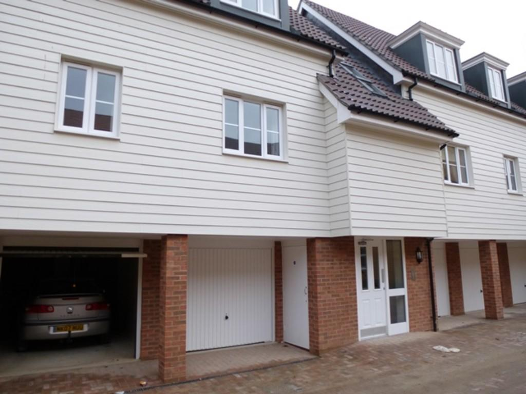 2 Bedroom Flat To Rent In Hawkes Way Maidstone Kent ME15