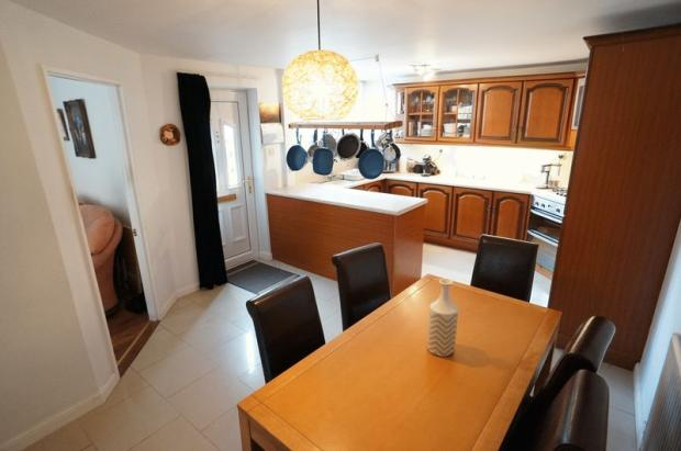 Kitchen/Dining...