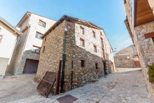 4 bedroom home in Prats