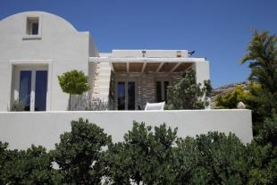4 bedroom home for sale in Ammoudi, Santorini...