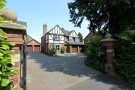5 bedroom Detached house in Four Ashes Road, Dorridge