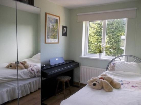 Bedroom 2 - ad...