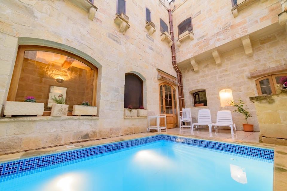 4 bed home in Attard