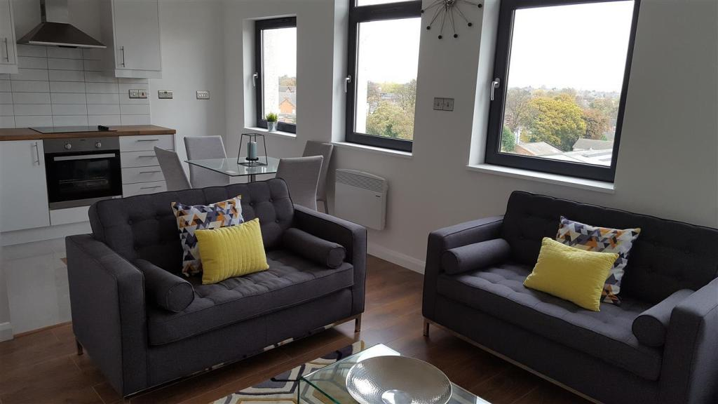 2 bedroom apartment to rent in warwick road acocks green for Green room birmingham
