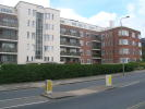 3 bed Flat to rent in Riverside Drive...
