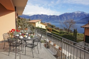 3 bed Apartment in Lombardy, Mezzegra