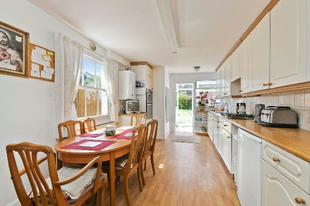 3 bedroom terraced house for sale in cressida road for Terrace kitchen diner