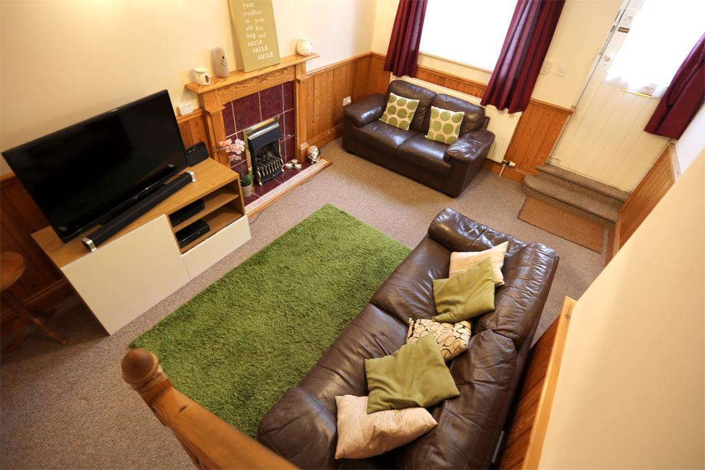 2 bedroom character property to rent in castledyke south for Living room of satoshi tax